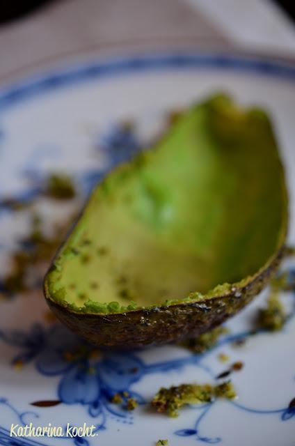 Avocado gratiniert überbacken Petersilie Haselnüsse Projekt Zuckerfrei