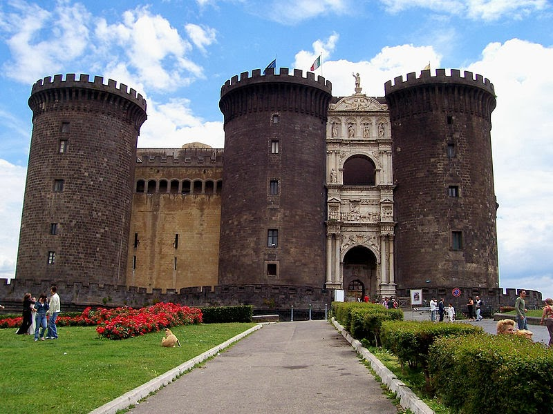 Napoli-Castello-Maschio-Angioino-Castel-Nuovo-Napoles-Italy