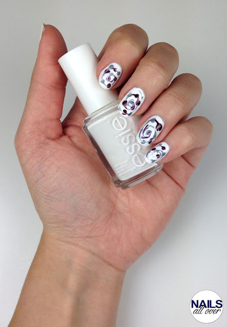 "Used: Essence Studio Nails Nail Base -  Essie ""Blanc"" -  Essie ""Parka Perfect"" -  Trend It Up The Metallics Nail Polish 070 -  Seche Vite Dry Fast Top Coat -  Dotting Tool/Pinsel/Zahnstocher"
