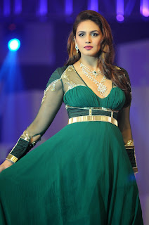 Huma Qureshi with other Bollywood Actress Walks the Ramp at fashion Show HQ Pics
