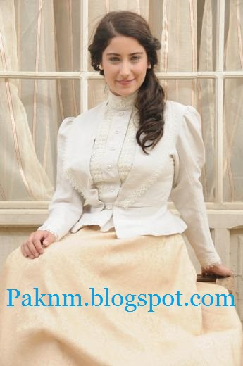 Hazal-Kaya-Turkish-actress-beautiful-photos-gallery-Fariha-photos-new