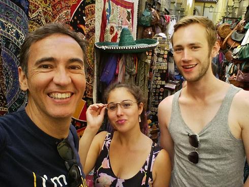 Con Sarah y Nils en la Alcaicería de Granada