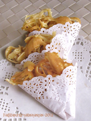 Dapur Griya Khayangan: Kue Cubit dan Kue Sarang Laba-Laba