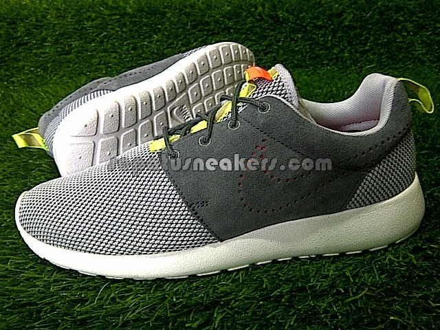 sepatu nike roshe run grey sue original