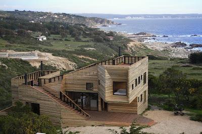 Дом с деревянным вентилируемым фасадом
