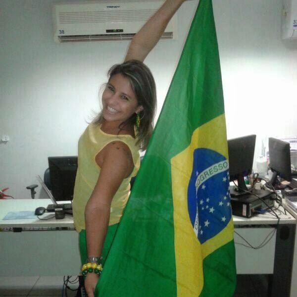 Fernanda Leite - Flor vazada em mdf
