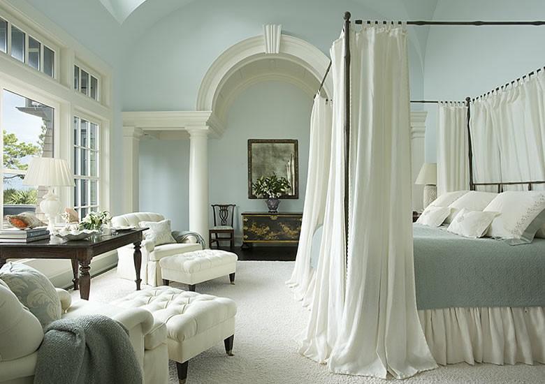 She chose an iron canopy bed to balance the soft elegance of the space. What a beauty! I wrote earlier more blogs about canopy beds: blog 1 blog 2 ... : designer-canopy-beds - designwebi.com