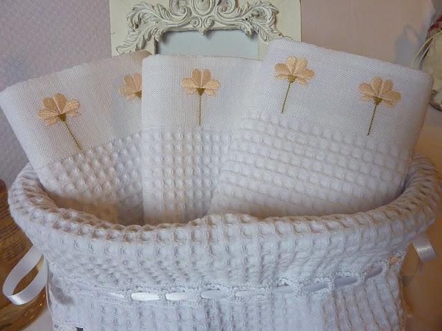 Lavanda e lill cestini con lavette - Cestini da bagno ...