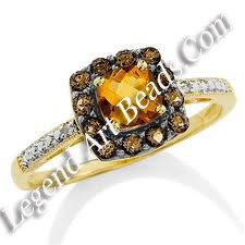 Ring with yellow topaz.