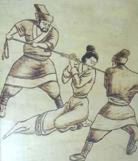 Hình phạt phụ nữ ngoại tình ghê sợ xưa và nay 4
