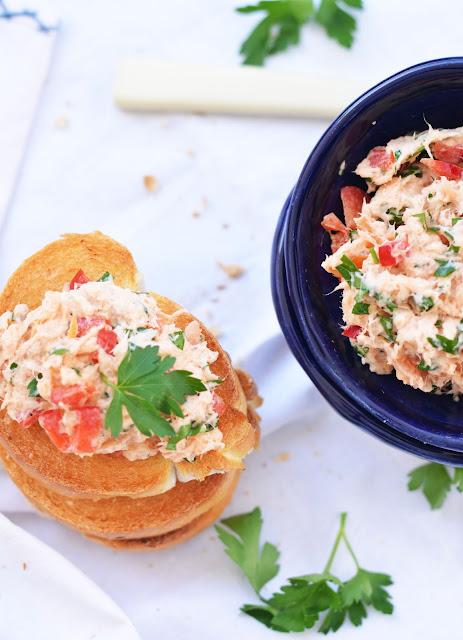 pasta kanapkowa, przepis na pastę kanapkową z łososia wędzonego