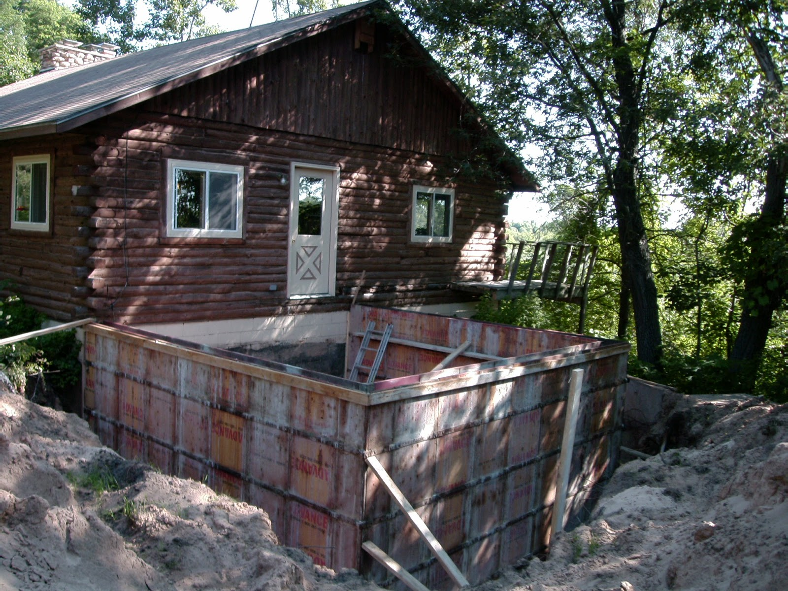 Log house model room wonderful home design for Log cabin additions ideas