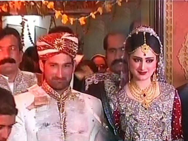 Sohail Tanveer & Komal Wedding Pic Mehand Pic Cricketer Sohail Tanveer Marrigae Sanp
