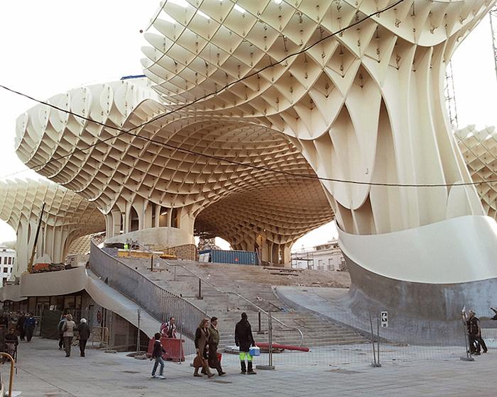Famous buildings of the world the world s largest wooden for Casas de sofas en sevilla
