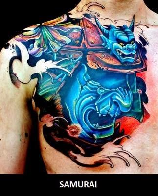 tatuagem de máscara de samurai com dragão