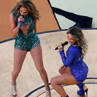 Claudia Leitte e Jennifer Lopez usam figurino sensual na abertura da Copa