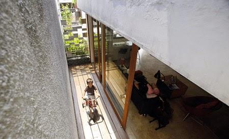Rumah kiri-konsep-desain-bangunan-rumah-modern-fasad-putih-010