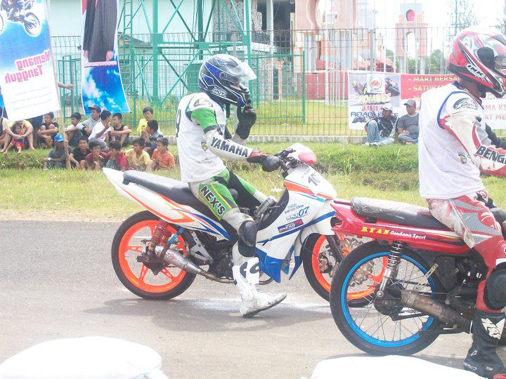 Berjiwabalap Modifikasi Honda Grand Balap Road Race