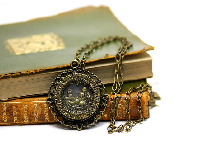 Antique Cleopatra Necklace #cleopatra #jewelry #egyptian #necklace #antique