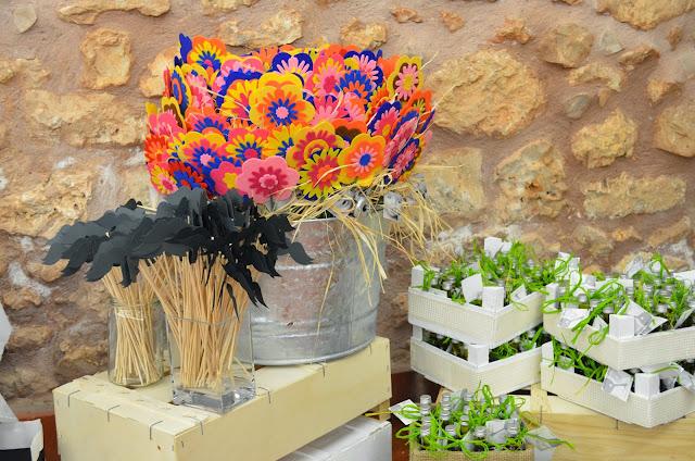 flores de fieltro recuerdo de bautizo