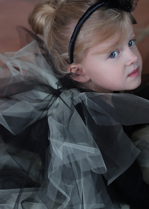 Do it yourself divas diy tulle halloween costume wings at one of the halloween costumes im working on we have a bumblebee i just had to show you guys how to make some wings before the big day arrives solutioingenieria Images