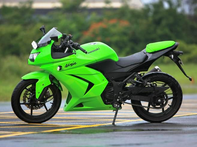 2011 Motorcycles: Kawasaki Ninja 250 rr