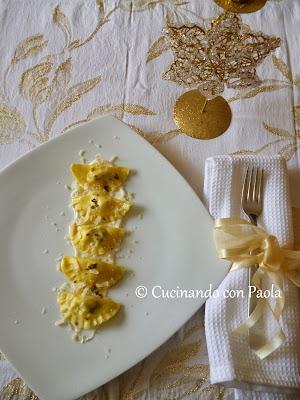 mini mezzelune ricotta e funghi con fonduta al parmigiano