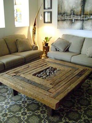 Mesas de centro recicladas muebles for Hacer mesa de madera rustica