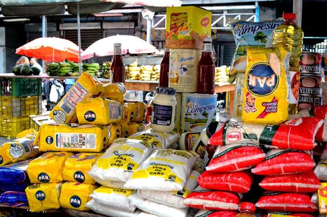 Frontera cerrada = Táchirta abastecido - Página 5 Buhoneros-en-Venezuela-vendiendo-productos-regulados-y-alimentos-basicos-800x533