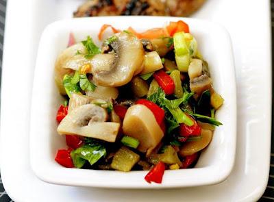 Köz Biberli Mantar Salatası (Dukan Tarifleri)