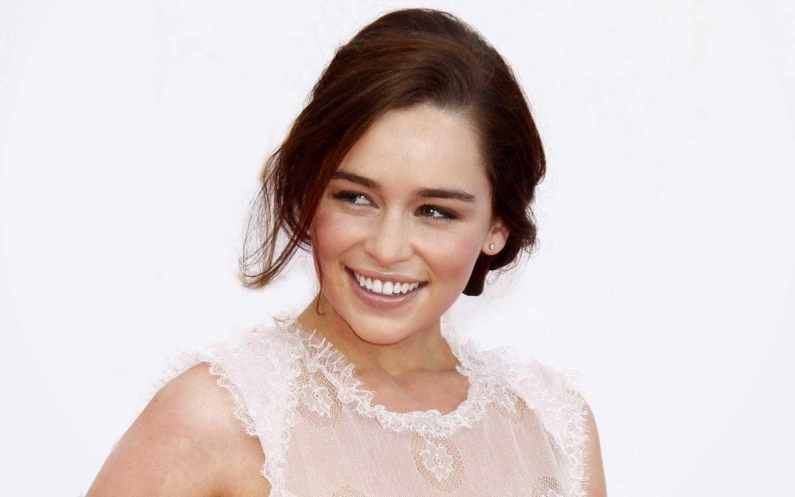 Hollywood actress hot Emilia clarke Cute smile photo