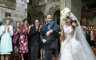 http://2.bp.blogspot.com/-pg05j3k_UmY/TbXSN-yLArI/AAAAAAAACZ4/B1fW_UaLX98/s320/parodia-casamento-real-2-400x250.jpg