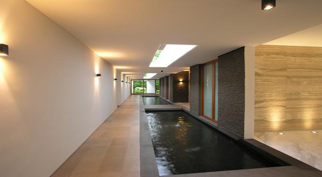 Un faro de ideas casa con estanque singapur for Estanque en casa
