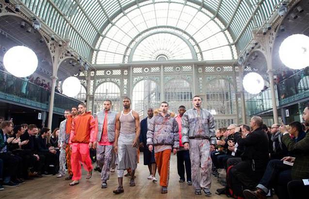 ロンドン・ファッションウィーク | The Exhibition at London Fashion Week