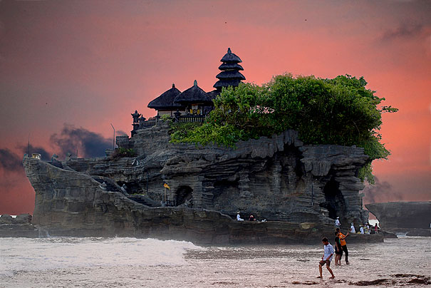 Bali&#039;s Sea Temple Guarded by Poisonous Snakes