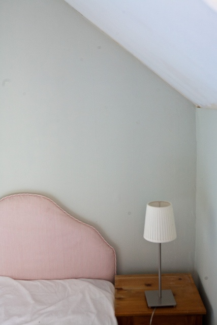 Farrow and Ball Pale Powder