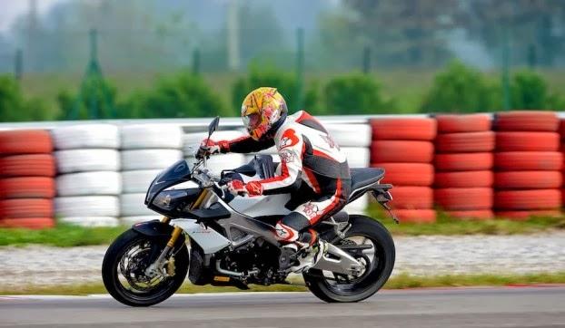 Aprilia RSV4 Motorcycle HD Wallpapers