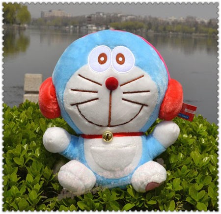 Gambar boneka doraemon earphone