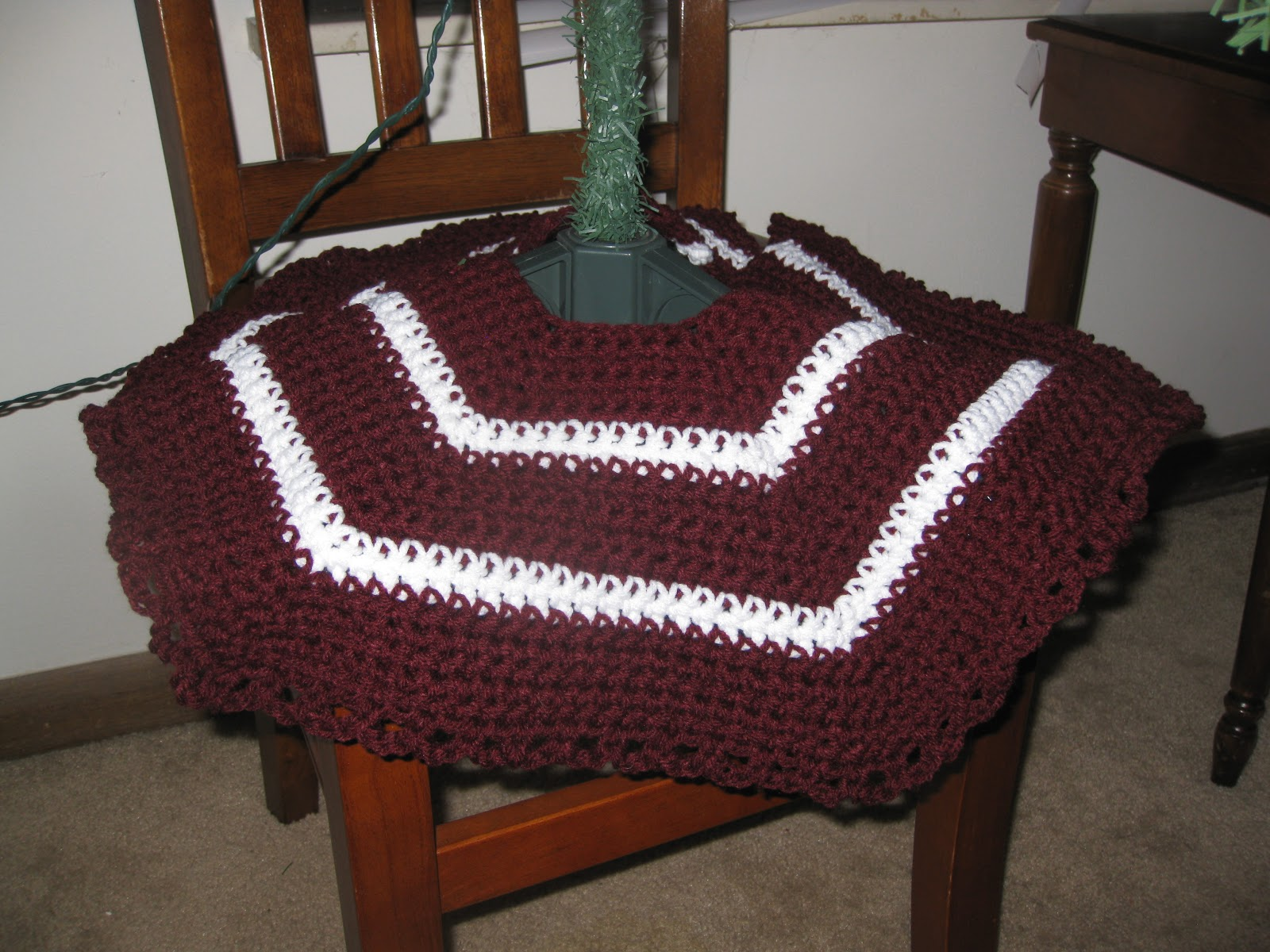 Engineered Crochet: Simple Christmas Tree Skirt