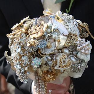 Vintage brooch bouquet-Amanda Jane Heer via Absolute Perfection