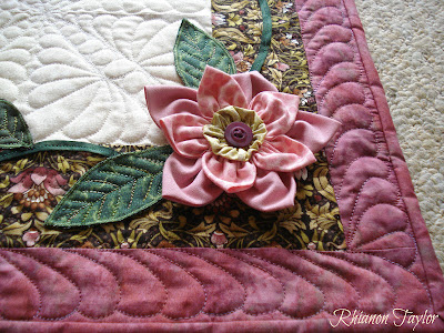 3D Table Nifty Runner long The Long Flowers runner  Stitcher: table with