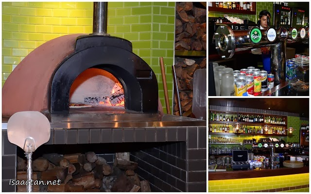 The pizzas here were prepared using the traditional wood fueled fire stove