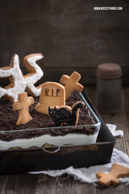 Halloween Dessert Friedhof mit Grabstein Keksen Tiramisu