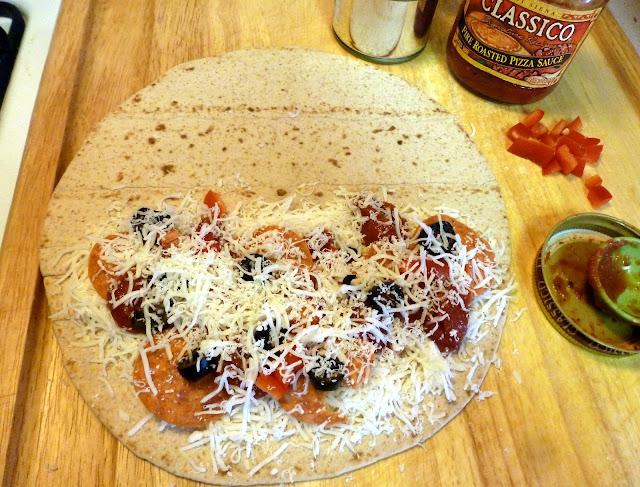 """A Mama's Apron: Pizza Quesadillas {""""Pizzadillas""""}"""