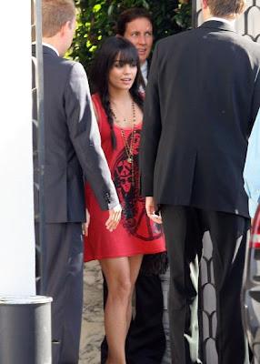 Vanessa Hudgens Dress Up - DressUpWho.com
