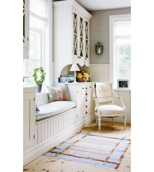shabby chic blog window seats wwwshabbycottageboutique. Black Bedroom Furniture Sets. Home Design Ideas
