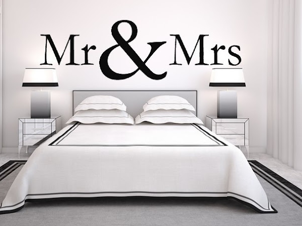 GIVEAWAY! Mr & Mrs Muursticker