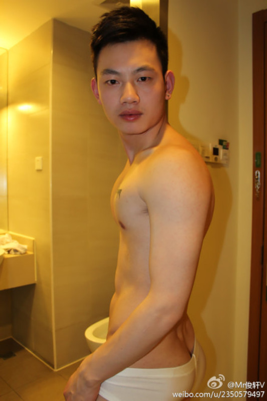 161494459550d9cf8ac59e8a70ca9285755abf9a Sexy Naked Chinese Stud Jun Xuan Shows off His Hot Asian Cock