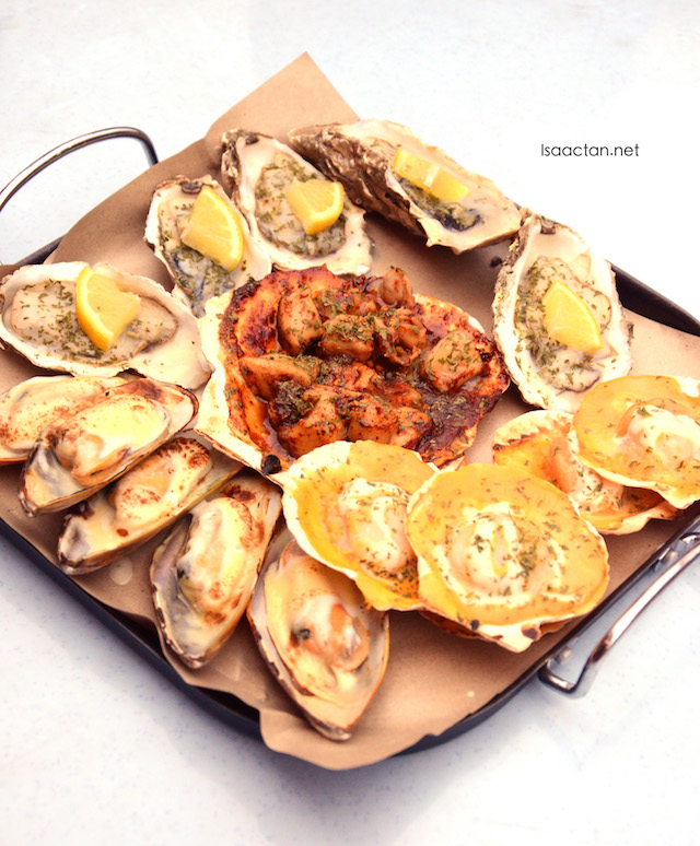 Seafood platter, filled with oysters, large scallops and mussels