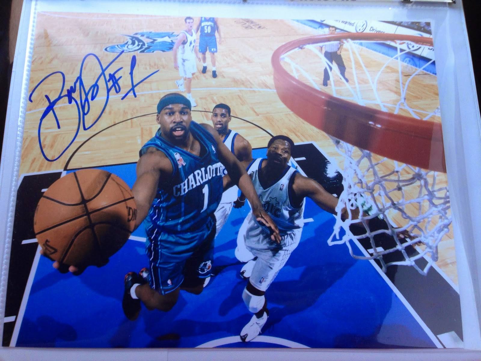 898bfc07c I was pleasantly surprised with how nice of a signature he gave out on both  photos. Judging by the signatures that I ve seen in the past